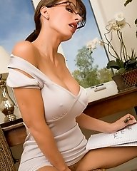 Catalina Cruz gets turn on while she takes some notes